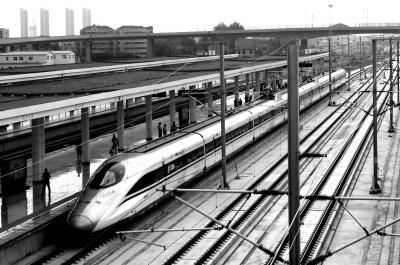 我国高铁运营里程突破2万公里