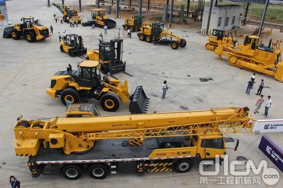 柳工土方机械及起重机等各产品线展示