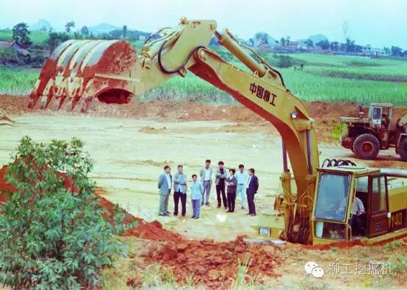 柳工<a href=http://product.d1cm.com/wajueji/ target=_blank>挖掘机</a>5代机型承载了更多柳工人的梦想