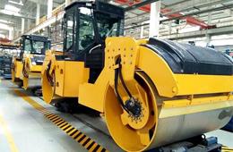 山推SR13D国Ⅲ双钢轮压路机实现量产