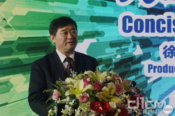 中国工程机械工业协会副会长兼秘书长苏子孟为徐工矿用机械新品发布会致辞。