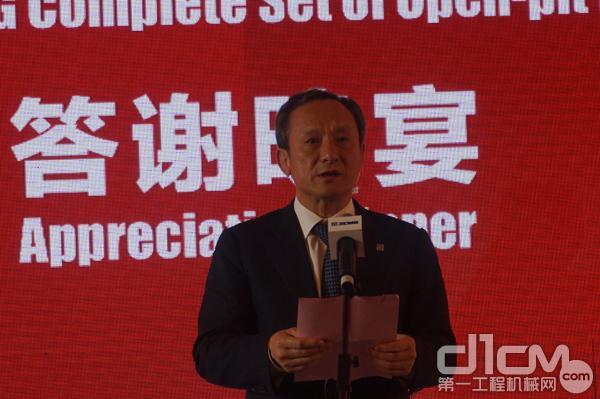 徐工集团董事长王民参加发布会答谢晚宴并致辞。