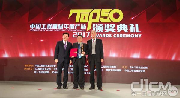 徐工XCA450型全地面起重机获得2017年中国工程机械TOP50金手指奖