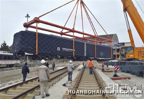 图为第三批中车唐山公司出口伊兹密尔的地铁在当地开始安装