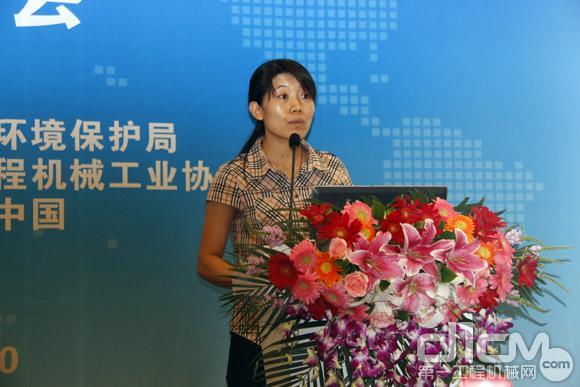 来自北京市环保局机动车排放管理处的工程师刘俊女女士主要为与会嘉宾介绍北京市第四阶段排放非道路机械设备的网络申报程序