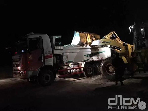 三一自卸车参与抗洪救援
