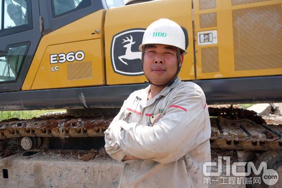 冀东水泥唐山分企业运行部负责移动设备现场管理的洪宇师傅