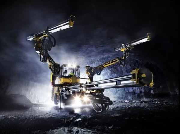 三臂电脑掘进钻车配备台车控制系统提高钻孔精度并减少超挖