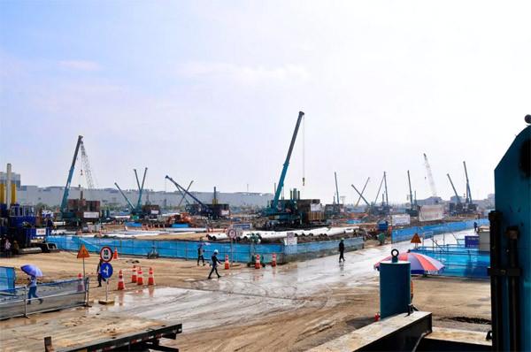 越南北宁三星工地,几十台山河智能液压静力压桩机同时施工