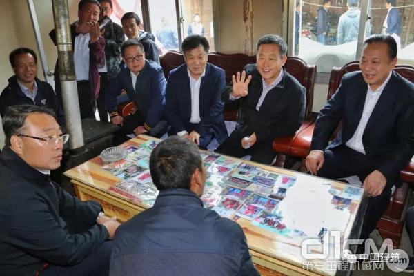 王祥明与三县挂职扶贫干部开展了谈心谈话