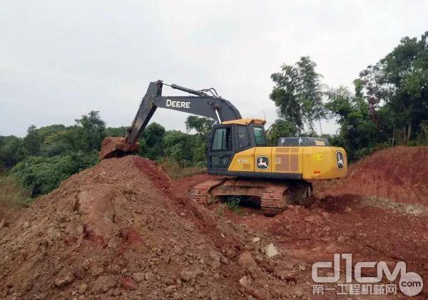约翰迪尔E210LC挖掘机