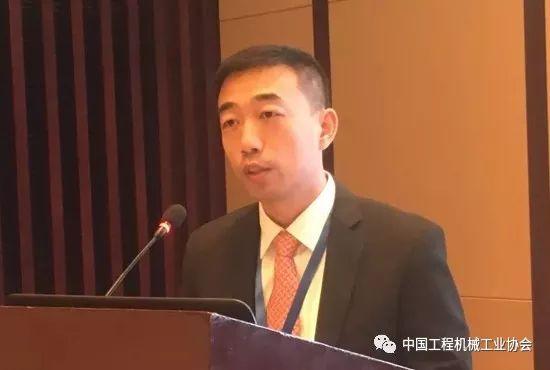 沃尔沃建筑设备(中国)有限企业副总裁陆三江作《共筑理想生活》主题演讲