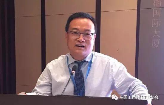 分会副秘书长阎堃作《2018年<a href=http://product.d1cm.com/chanyunji/ target=_blank>铲运机</a>械1-8月市场运行情况分析》专题报告