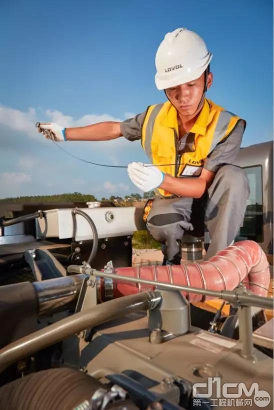 发动机机油滤芯安装步骤