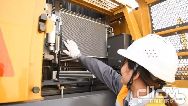 检查散热器上是否有异物导致散热器堵塞
