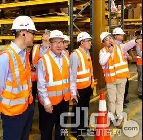 代表团参观IIASA公司