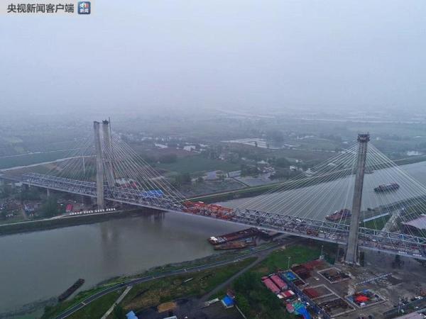 裕溪河特大桥顺利合龙