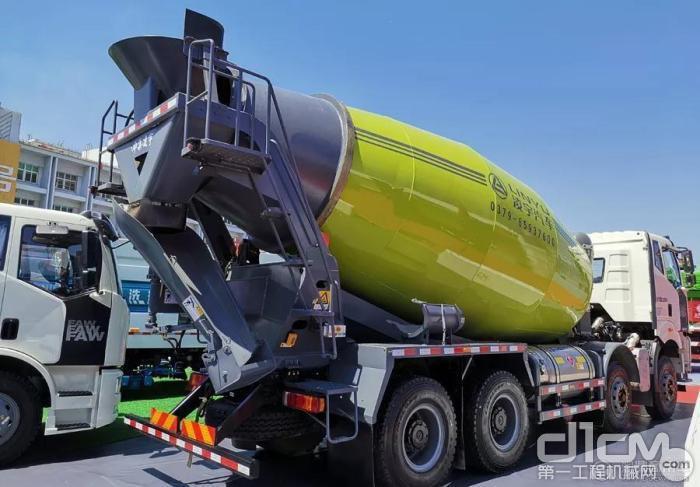 解放新国六LNG混凝土搅拌车