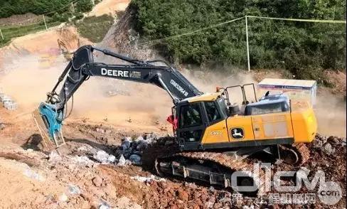 E400 LC挖掘机