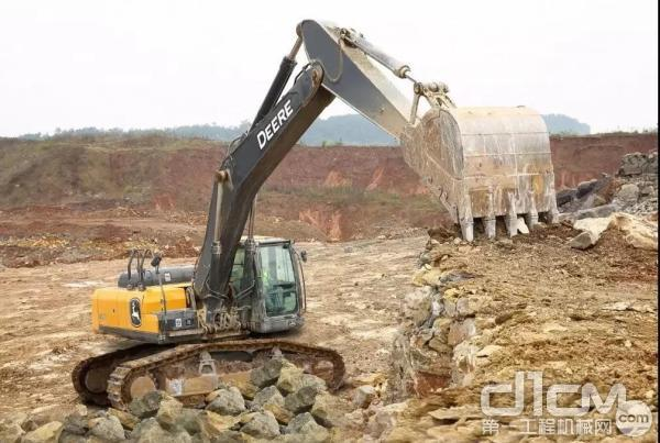 约翰迪尔E400 LC挖掘机