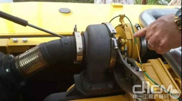 E130挖掘机搭载了成熟稳定的约翰迪尔PowerTech? 4045四缸4.5升柴油发动机