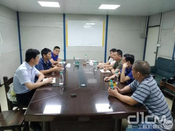 徐工服务人员与东莞市名锋机械有限公司深入交流