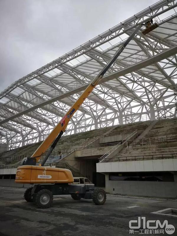 徐工高空作业平台助力惠水县体育场建设