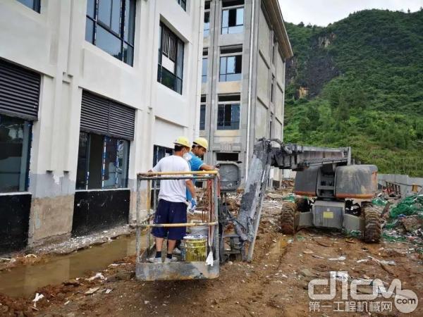 徐工高空作业平台助力贵州铜仁小学校建设