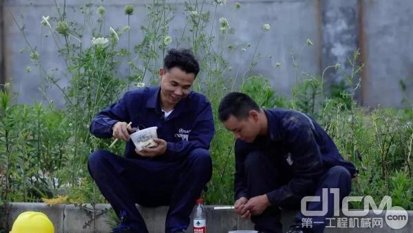 三一工程师王工和徒弟吃完饭