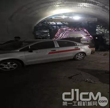 深夜陈工驱车带领服务人员为高铁隧道客户维修拖泵