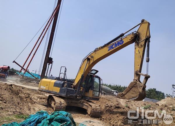 张老板的徐工XE200D挖掘机