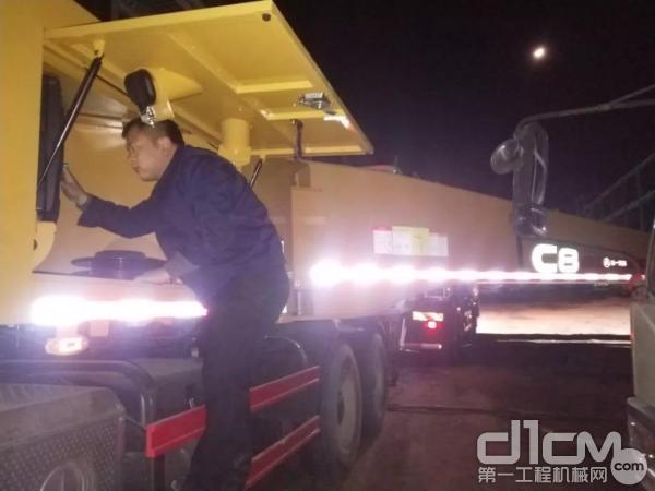 三一山西长治办事处服务主任颜波检修拖泵设备