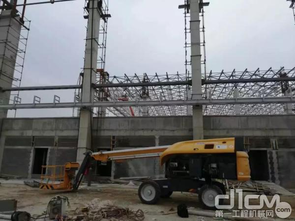 徐工GTBZ22S直臂式高空作业平台助力某机场钢结构建设