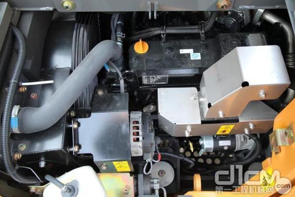 凯斯CX80C的动力来源于洋马3318CC的4缸柴油发动机