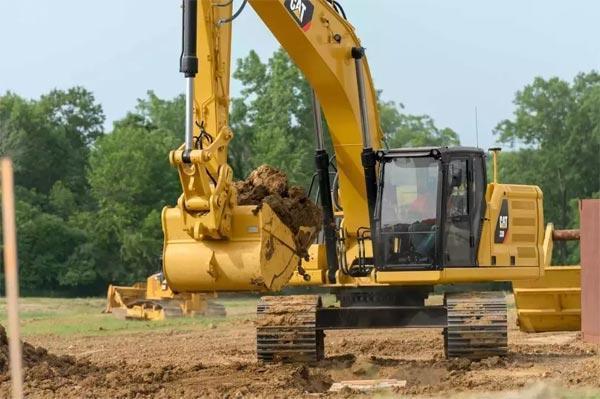 夏季高温多雨应注意管理挖掘机