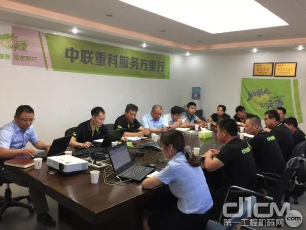 中联重科工程起重机公司服务万里行团队
