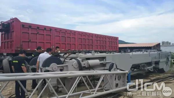 中联重科工程起重机服务万里行走进西北区域