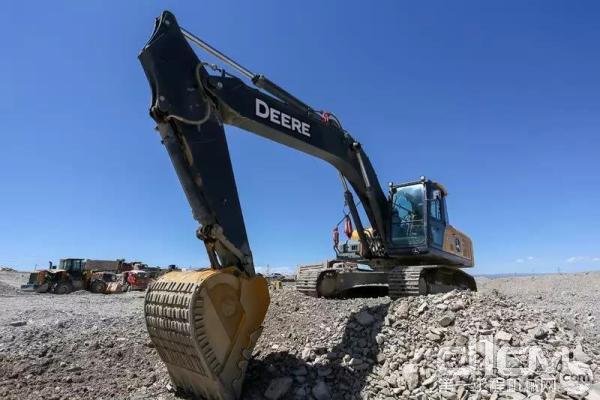 约翰迪尔E240标准版挖掘机