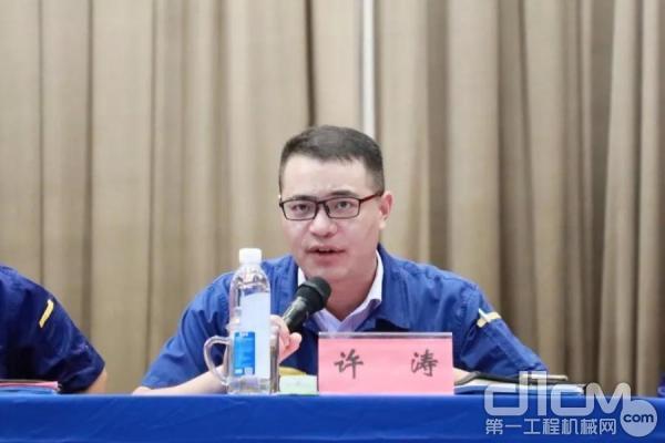 徐工消防公司党委副书记、纪委书记、工会主席许涛主持会议