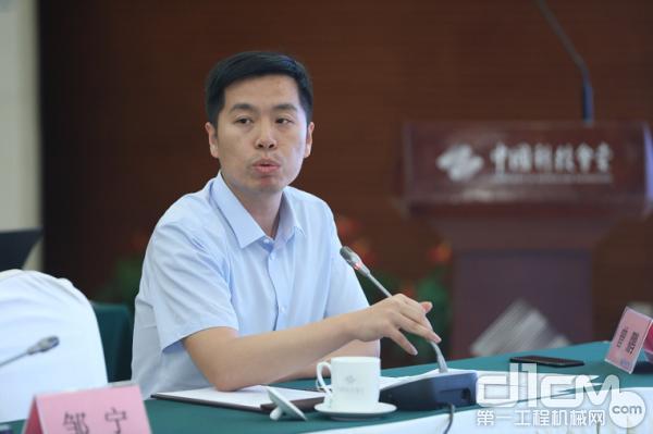 中国科学院沈阳自动化研究所所长助理、研究室主任曾鹏