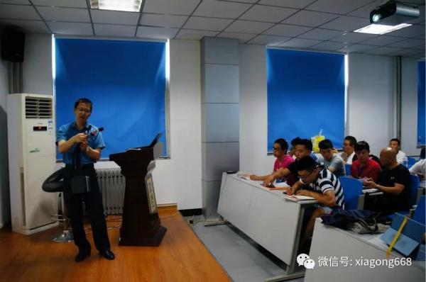 厦工培训专家组组长郑龙枝老师正在授课