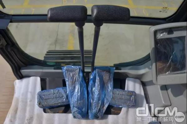 山东临工E6210F挖掘机驾驶装置