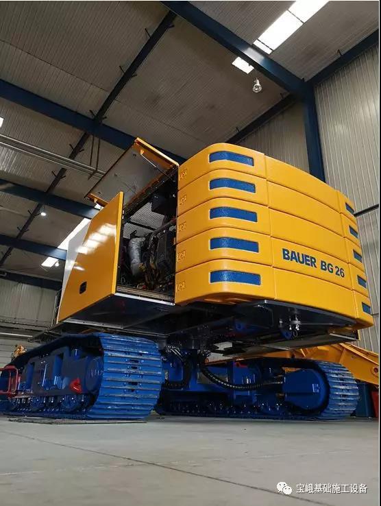 宝峨BG 26旋挖钻机采用自主研发底盘