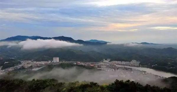 金寨县,位于大别山腹地,一个不繁华,但很有魅力的小城