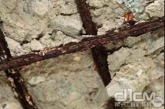海砂会破坏混凝土与钢筋之间的粘结性