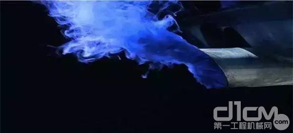 挖掘机冒蓝烟