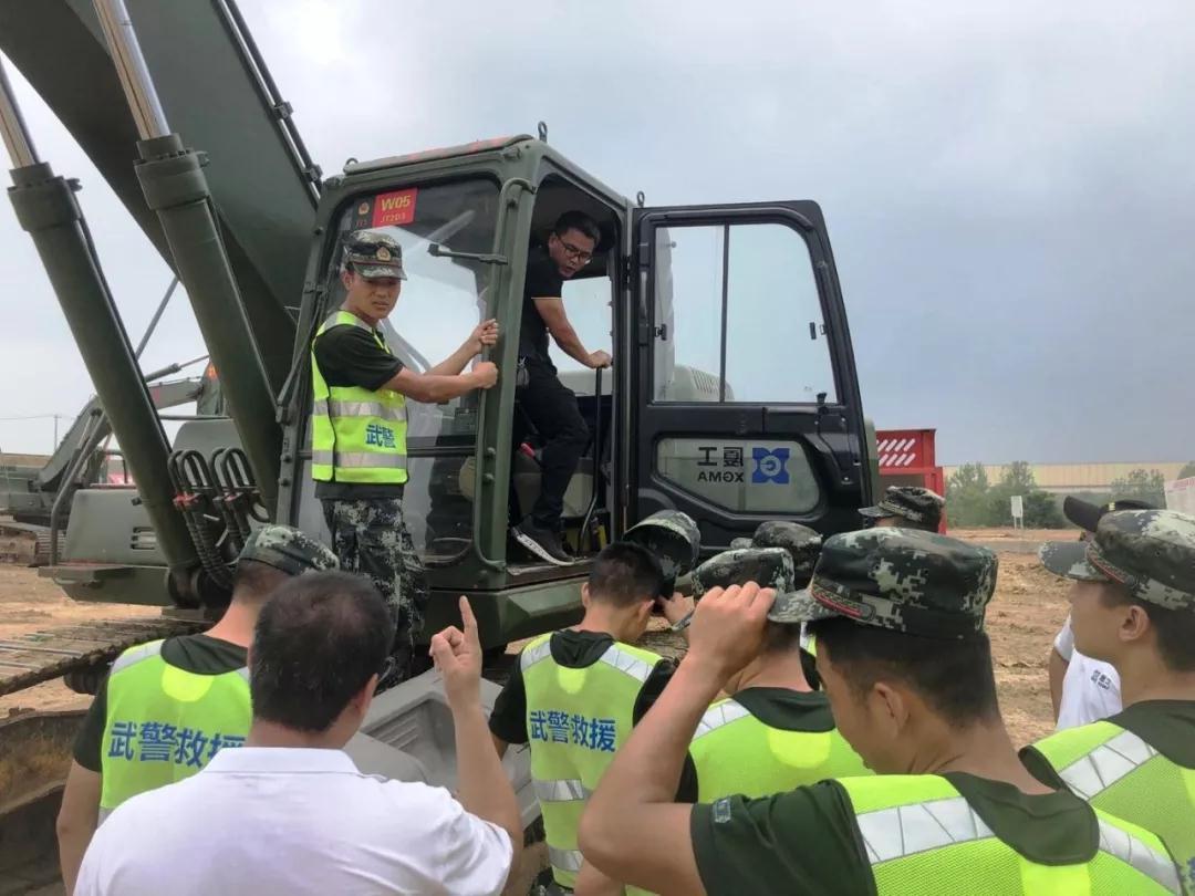 厦工同心圆湘鄂皖小分队走进武警某部交通一支队开展技术服务