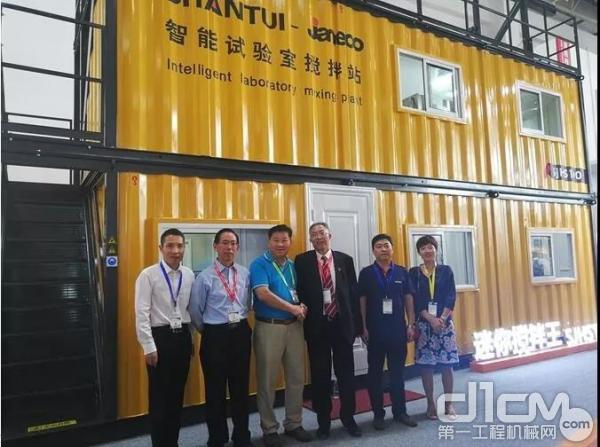 中国工程机械协会混凝土分会符忠轩会长亲临山推建友展位
