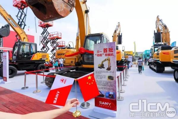 民营企业第一台液压挖掘机
