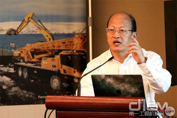 徐工机械副总裁、进出口公司总经理刘建森做主题演讲